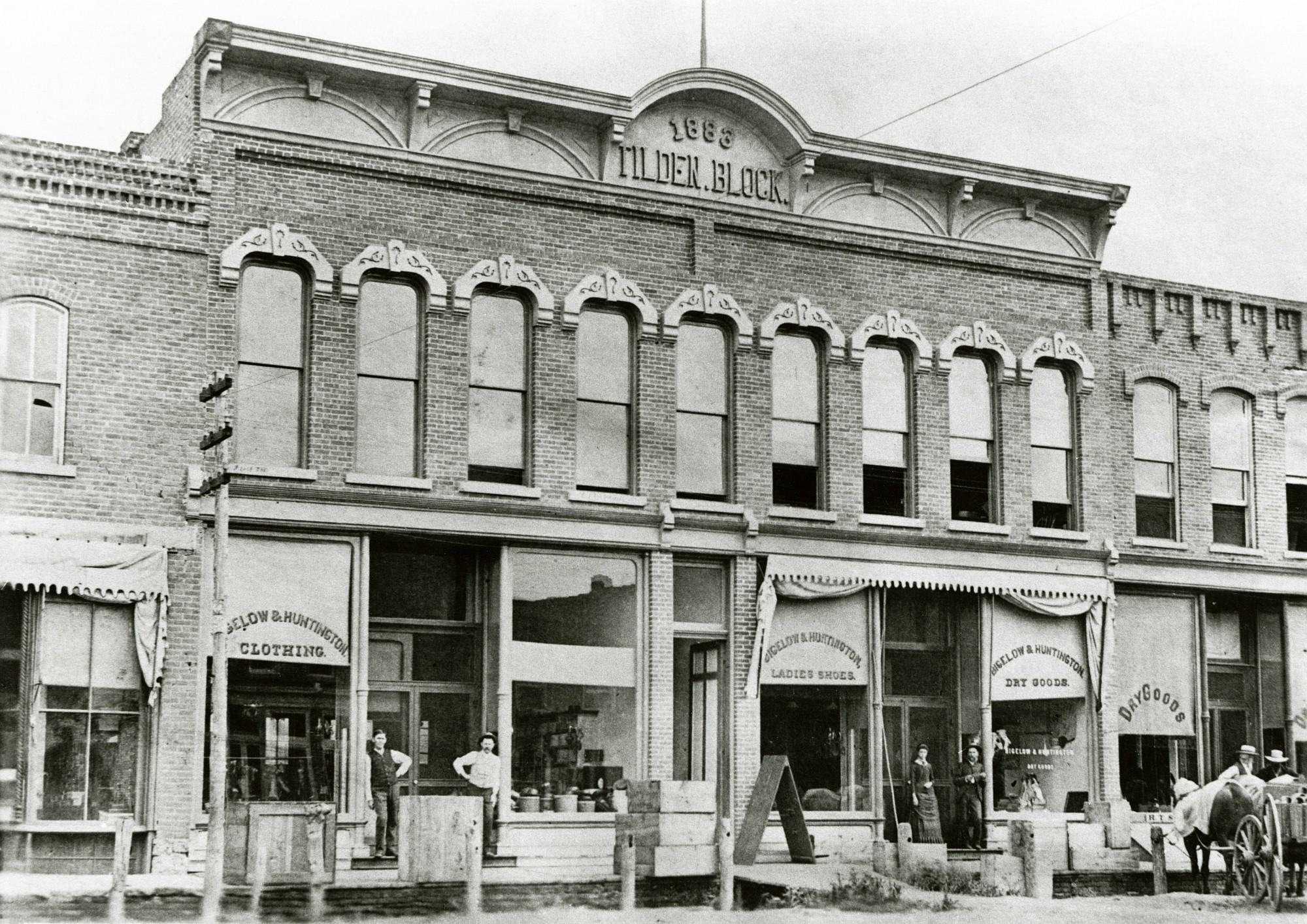 Bigelow and huntington dry good store ames historical for Kewanee motor lodge kewanee il