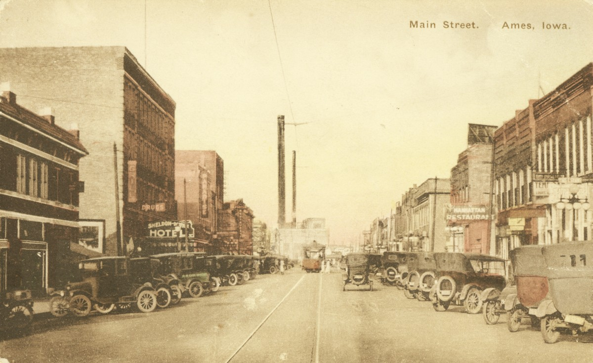 This 1922 Photo Looks East At Main Street The Sheldon Munn Hotel Is Left