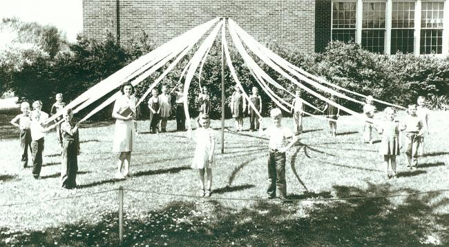 1946.05_roosevelt_second_grade_may_pole_covey.jpg